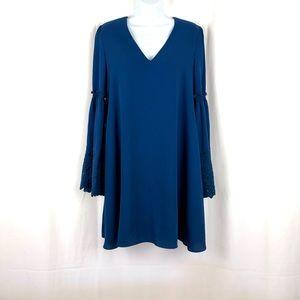 Laundry by Shelli Segal bell sleeve shift dress 4